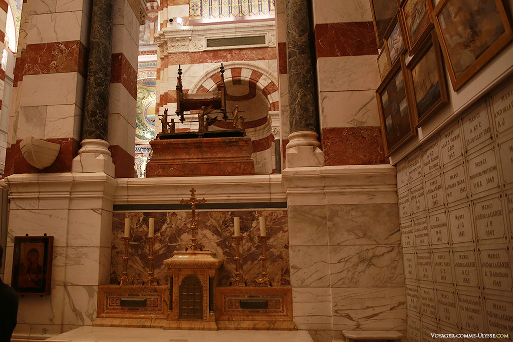 Chapelle Saint Pierre, et l'un des 6 autels conçus par Révoil