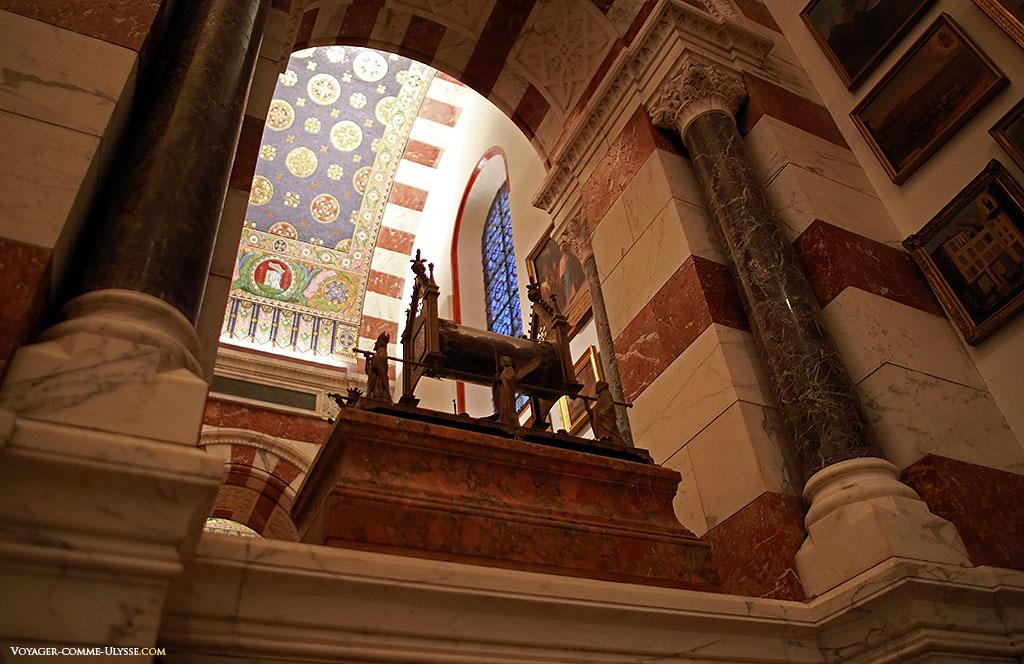 Chacune des chapelles fut décorée grâce à la générosité d'un donateur particulier.