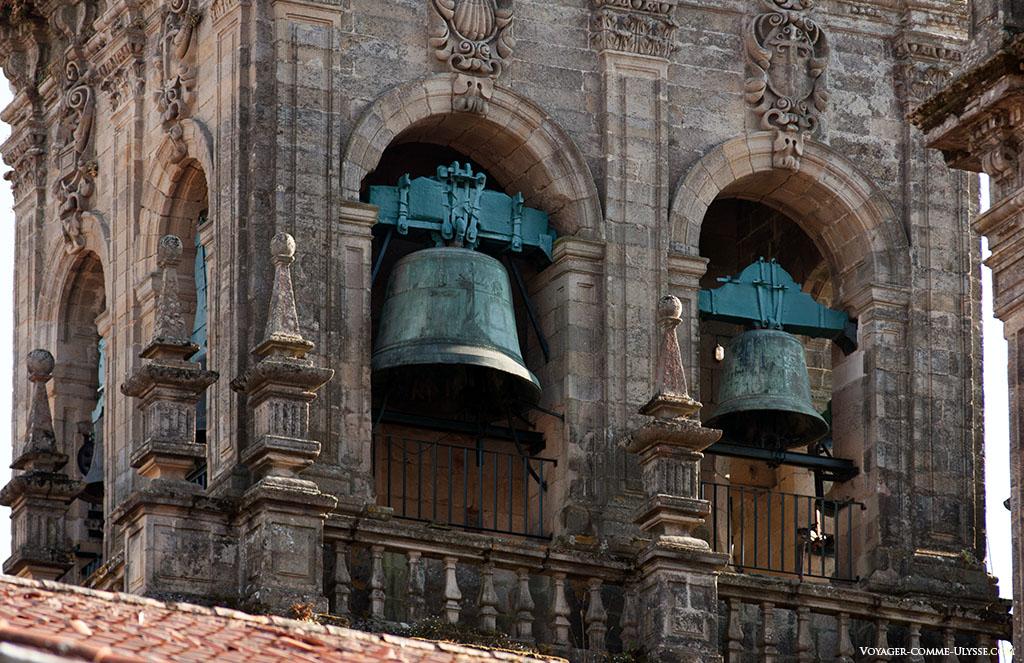 Os sinos da catedral na Torre das Campanas.