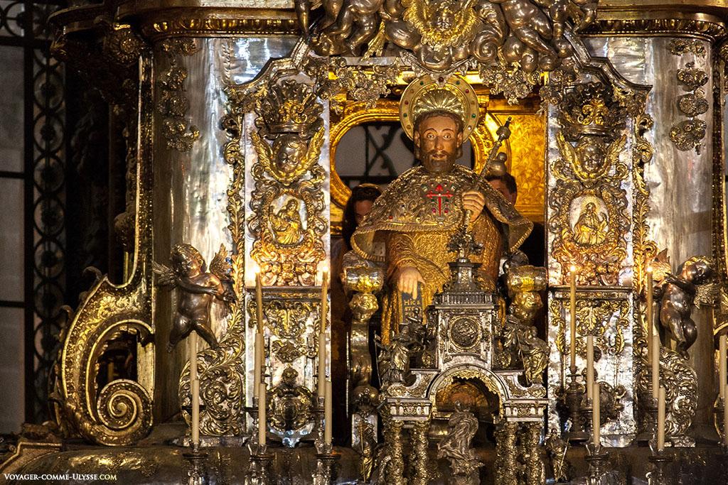 Representação de Santiago na Capela Maior. É ele que podemos tocar na pequena escada que se encontra na capela.