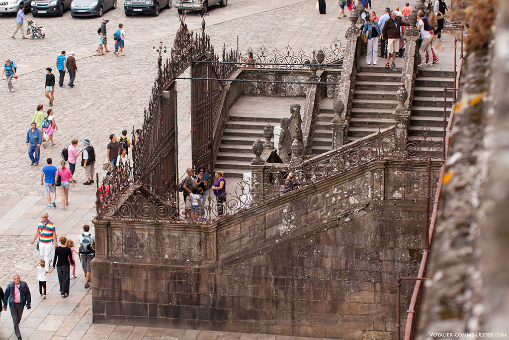 Escaliers vus des galeries au dessus du cloître