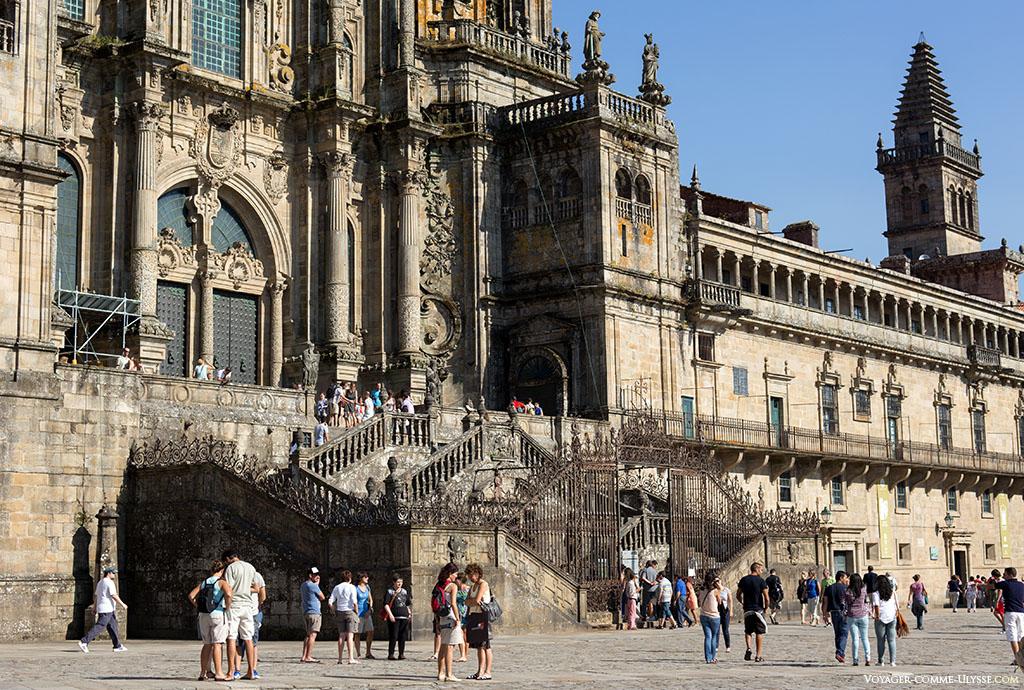 Gros plan sur les escaliers de l'Obradoiro