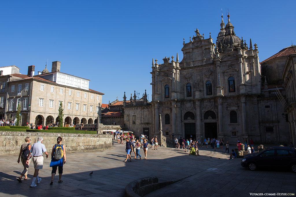 A fachada da Azabacheria, antiga porta do Paraíso, por onde entrava os peregrinos que tomavam o Camino Francés.