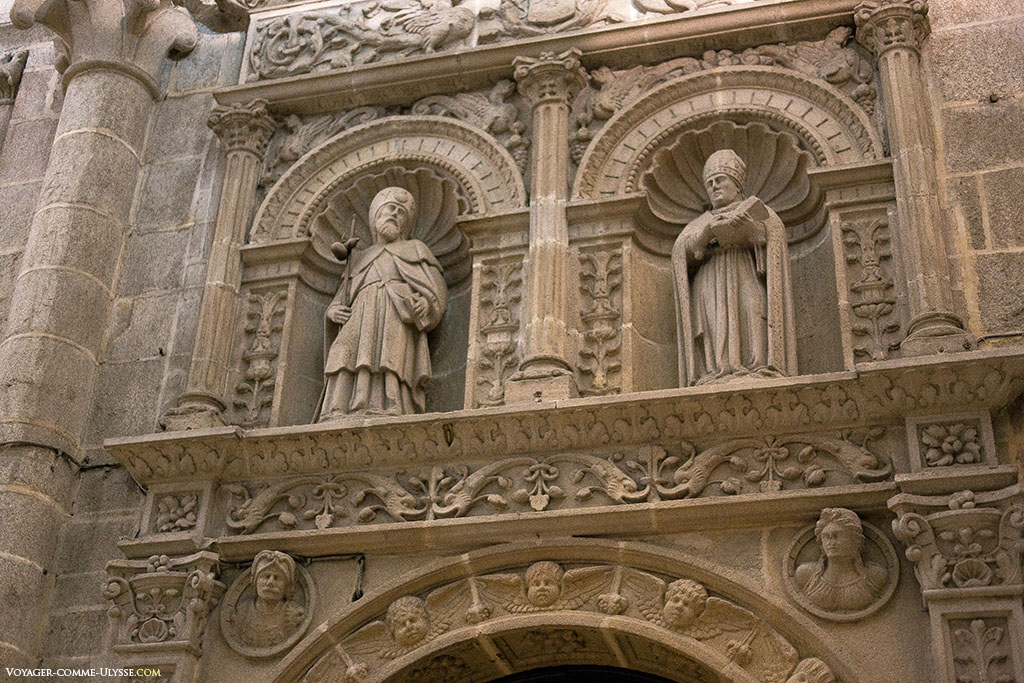 Decoração da parte superior do Pórtico da Sacristia, da autoria de Juan de Alava no século XVI.