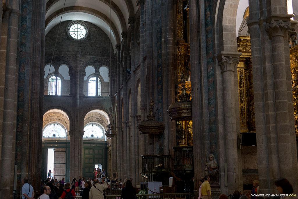 No transepto, olhando em direção à Acebecheria.