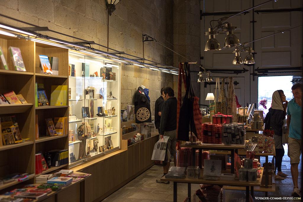 Como em qualquer lugar turístico, a tradicional loja de lembranças.