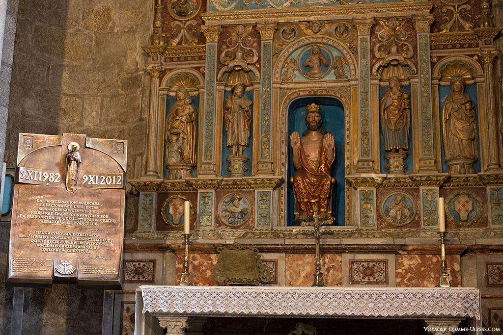 A Capela dos grandes ou do Rei de França é igualmente conhecida sob o nome da Capela do Salvador. O retábulo em mármore policromado de 1532 é da autoria de João Alava.