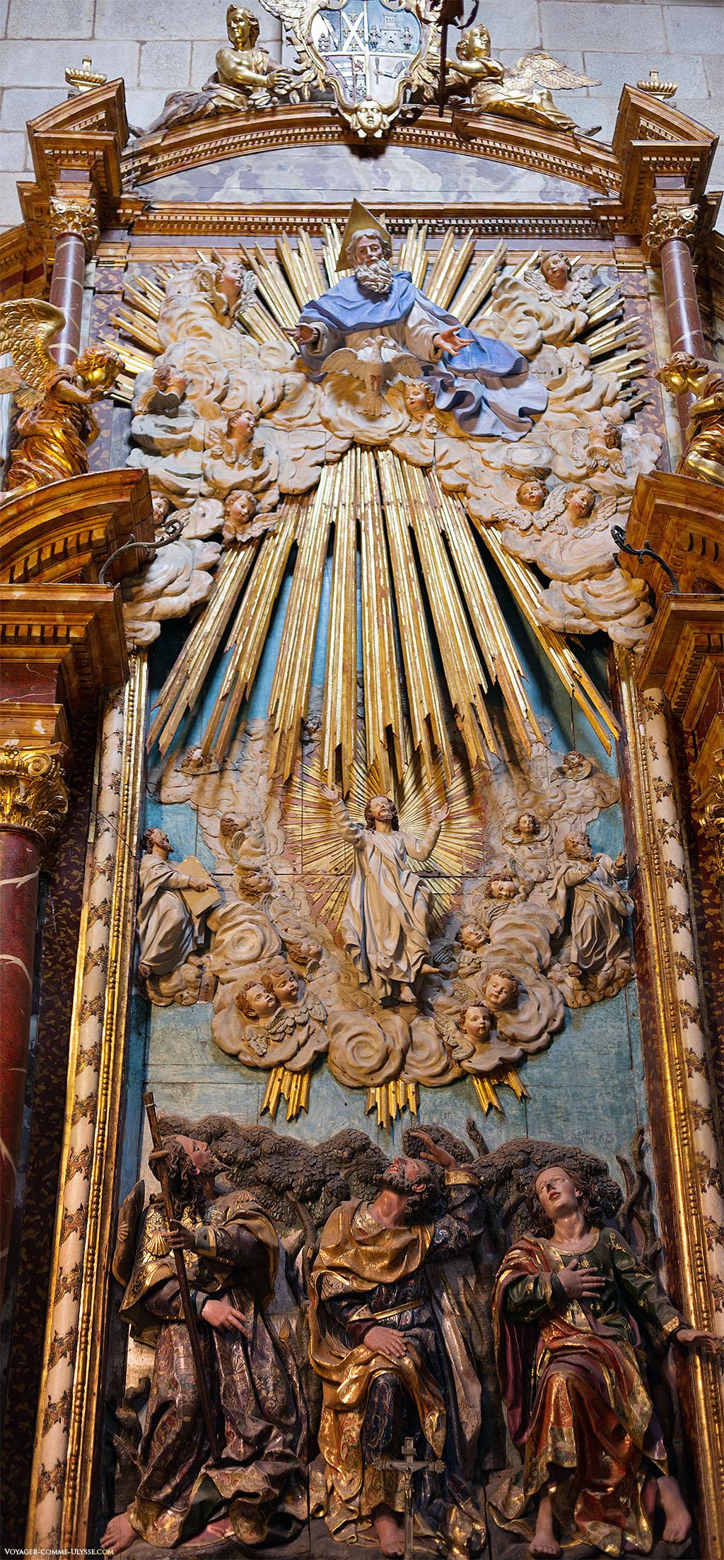 A Capela de Alba, acessível a partir do claustro, possui um magnífico retábulo do século XVIII representando a transfiguração de Jesus. Reconhece-se em baixo os seus três discípulos, testemunhando a transfiguração. Pedro, Tiago, e João. Jesus é ladeado por Moisés e Elias.