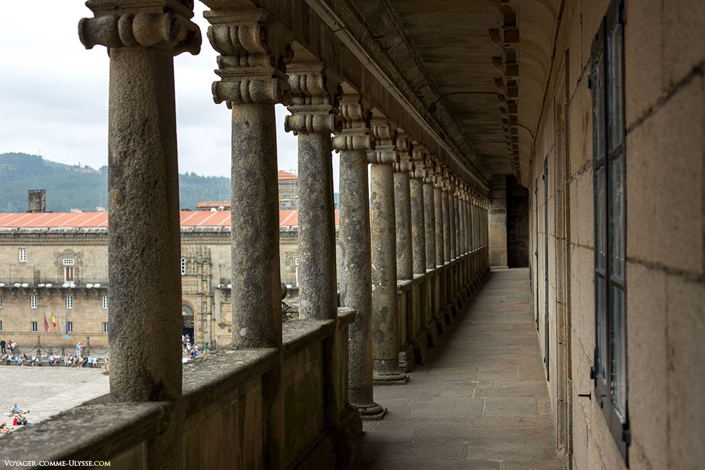 Estas galerias encontram-se por cima do claustro e permitem obter um ponto de vista único sobre a Praça do Obradoiro.