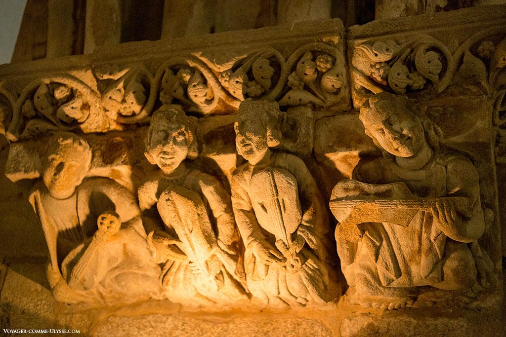 Musiciens sculptés dans le Grand Réfectoire du Palais de Gelmirez