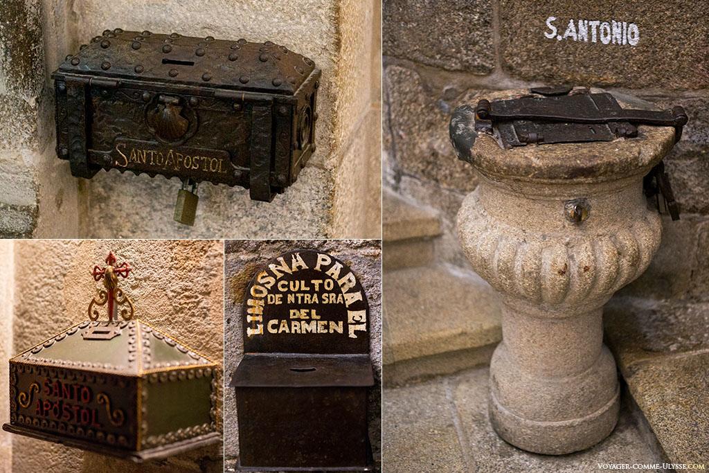 Diferentes caixas de esmolas da catedral, esperando pela doação dos fiéis.