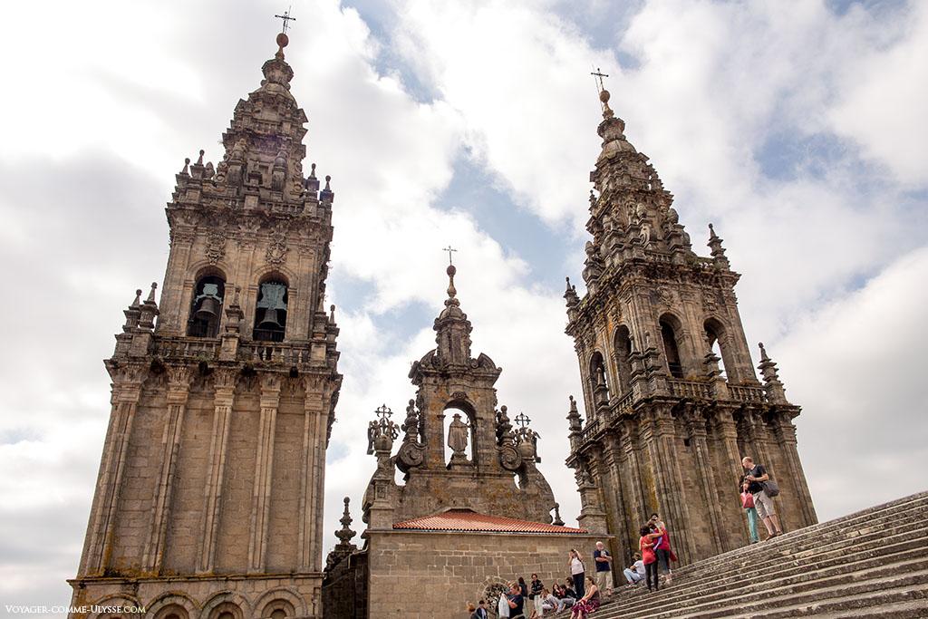 Vista a partir do telhado da catedral, as duas torres da fachada do Obradoiro.