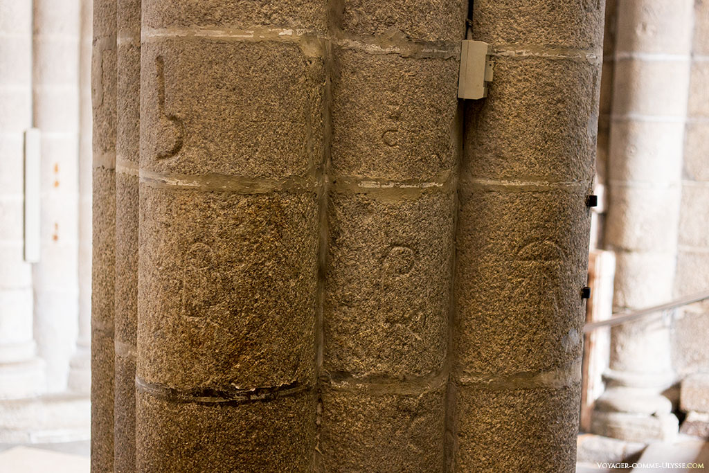 As pedras ainda têm as marcas dos canteiros.