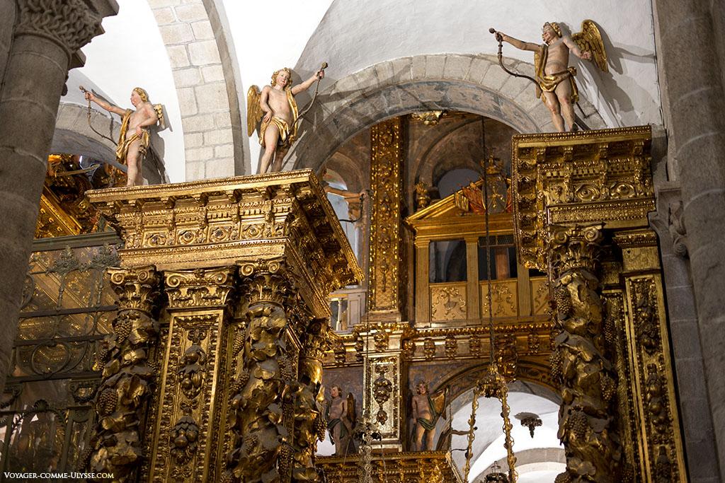 Já não sobra muita coisa do romano na capela Maior. Transformou-se no símbolo da exuberância do Barroco.