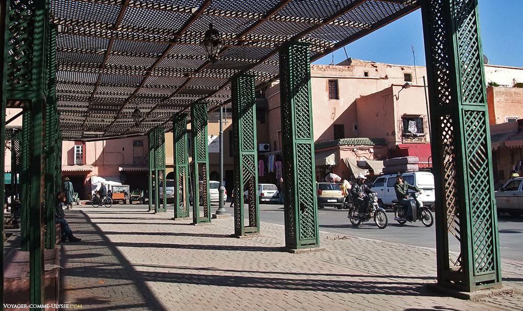 Ombre dans les rues de Marrakech