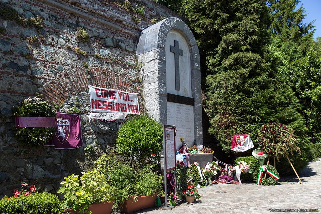 Monument funéraire en l'honneur des victimes du drame de Superga.