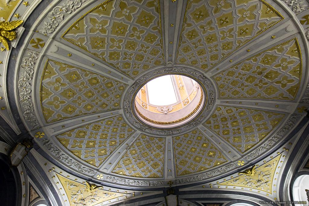 Décoration du plafond de la Salle des Reines.
