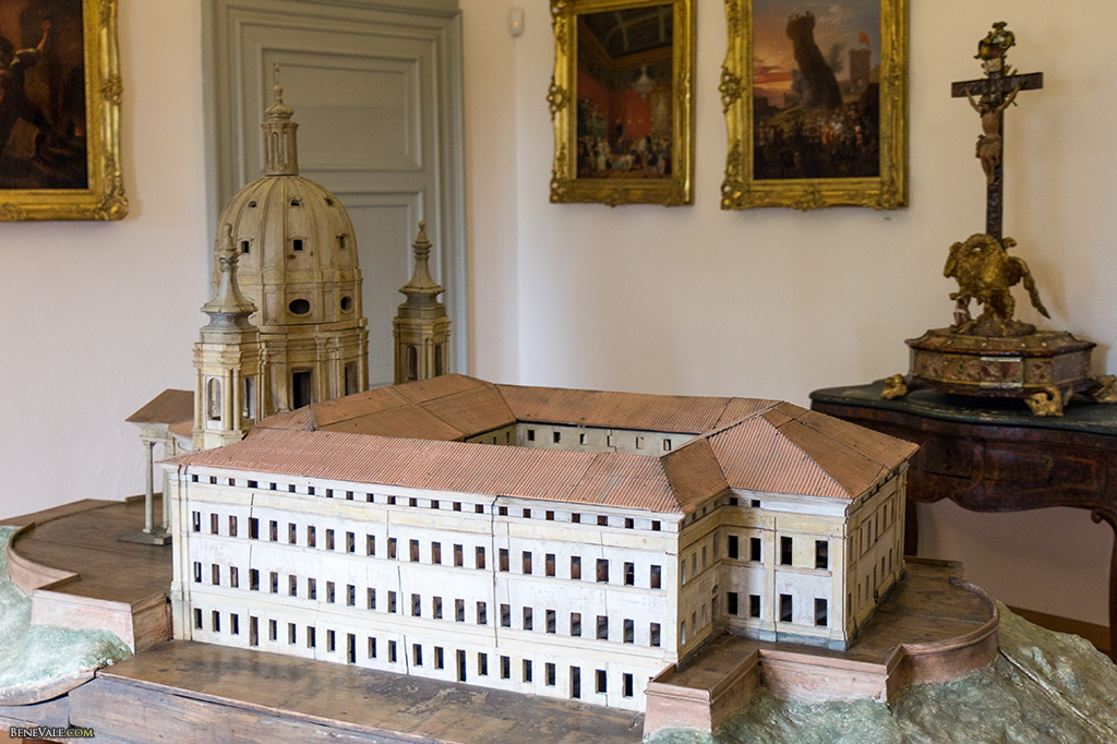 Maquette de la Basilique et du couvent.