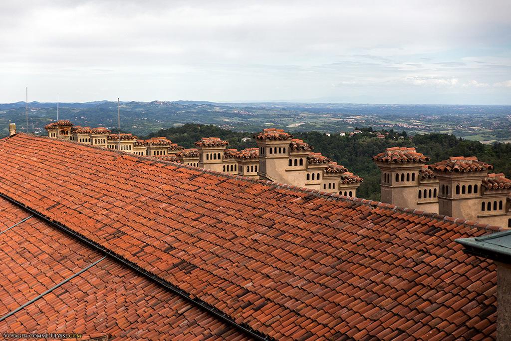 Vue des toits et ses nombreuses cheminées.