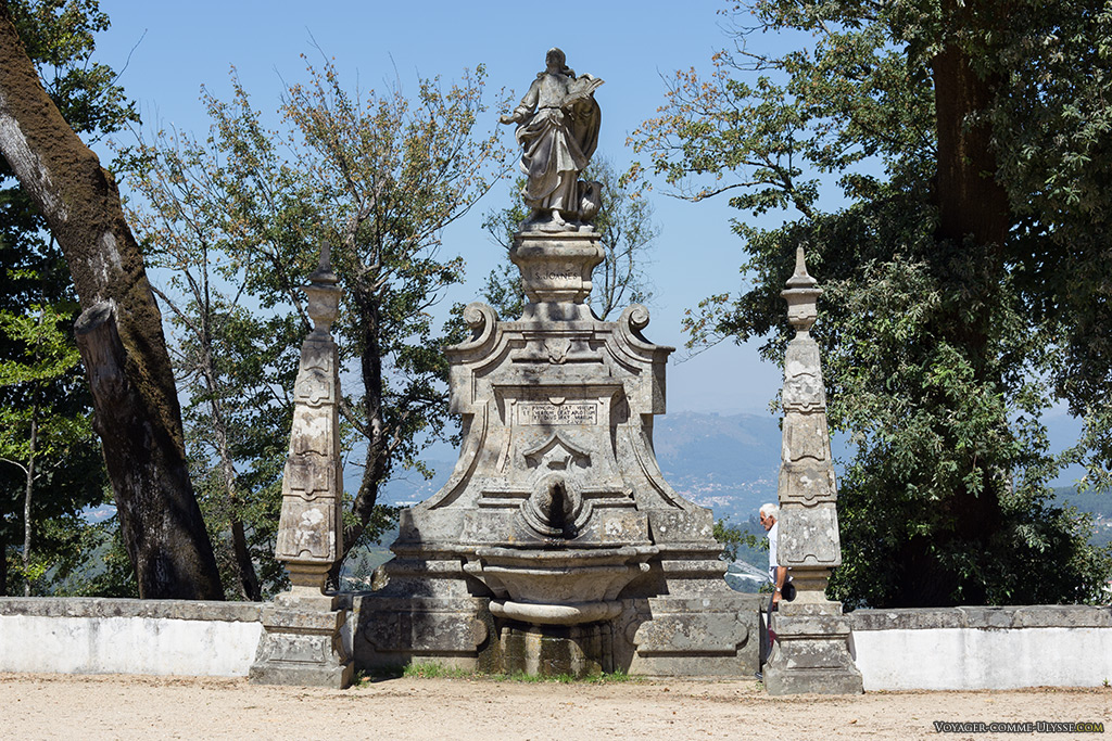 Terreiro dos Evangelistas, fontaine de Saint Jean.