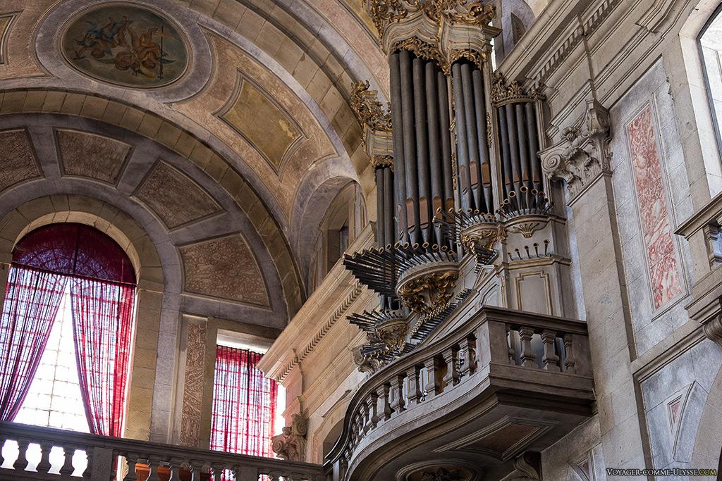 Orgue du sanctuaire, fabriqué en 1798 par  Manuel de Sá Couto.