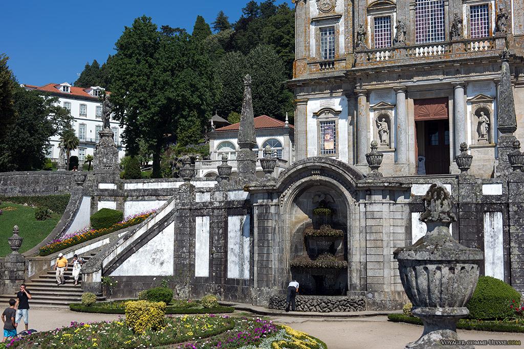 Terreiro de Moisés et la fontaine du Pélican au centre.