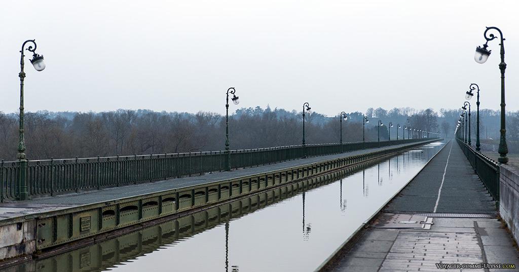Le pont-canal est périodiquement vidé de son eau pour entretien.