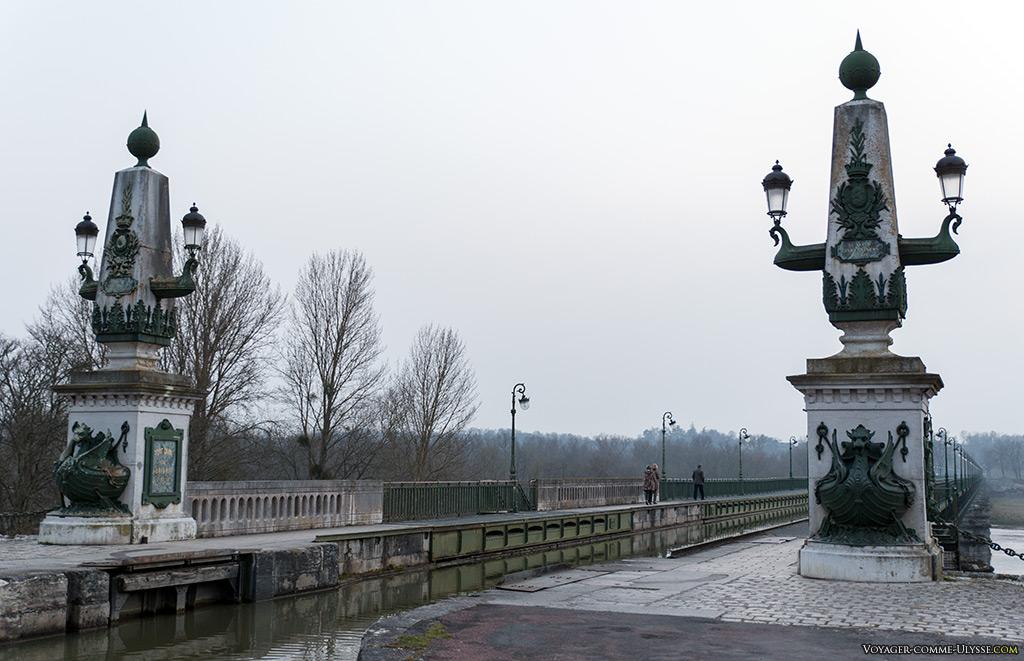 Entrée du pont-canal pour qui vient de Briare