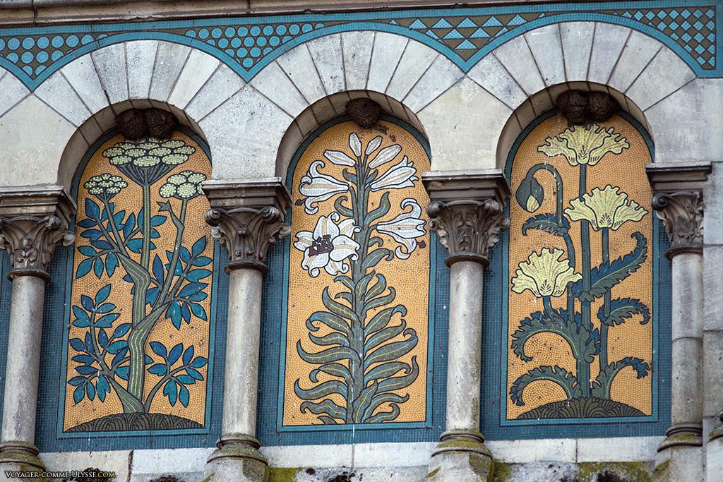 Détails Art Nouveau de l'église