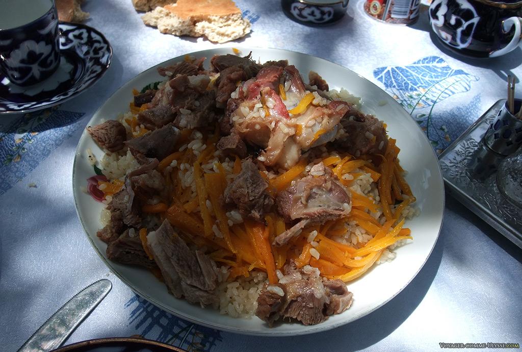 Le och dans toute sa splendeur : riz sauté, viande, carottes.