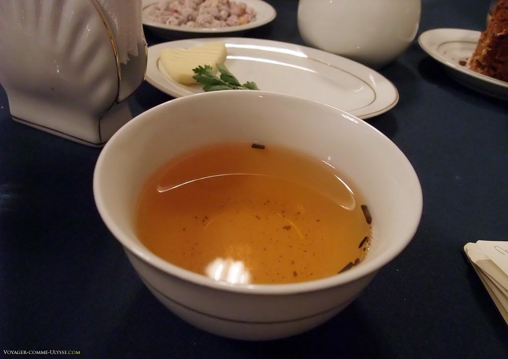 Le thé vert se boit à toute occasion. A Tachkent, on préfère le thé noir.