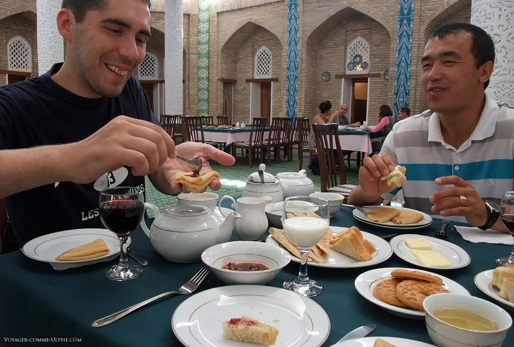 Petit déjeuner dans une ancienne madrasa.