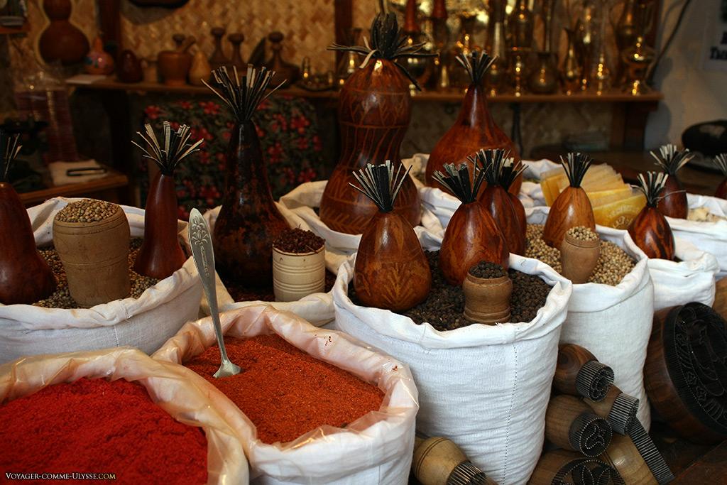 Le choix en épices est conséquent, mais les ouzbèks n'en abusent pas : leur cuisine est toujours légèrement épicée, juste ce qu'il faut.