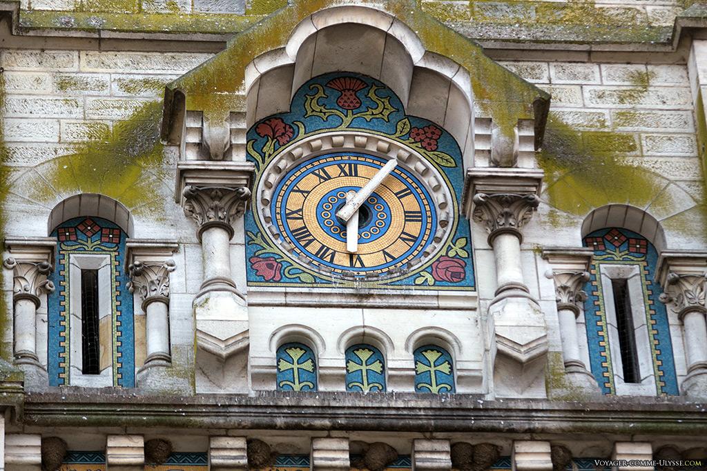 Horloge sur la façade