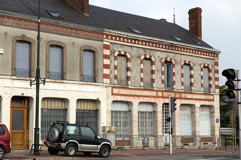 Les édifices ont la même structure, seule la décoration change.
