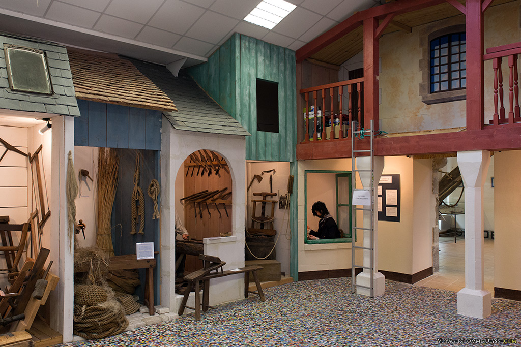 Intérieur du musée des 2 marines et du pont-canal
