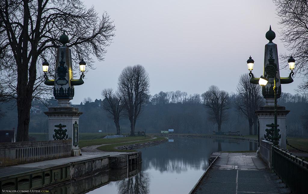 Arrivée du canal latéral à la Loire au pont-canal, coté Saint-Firmin-sur-Loire