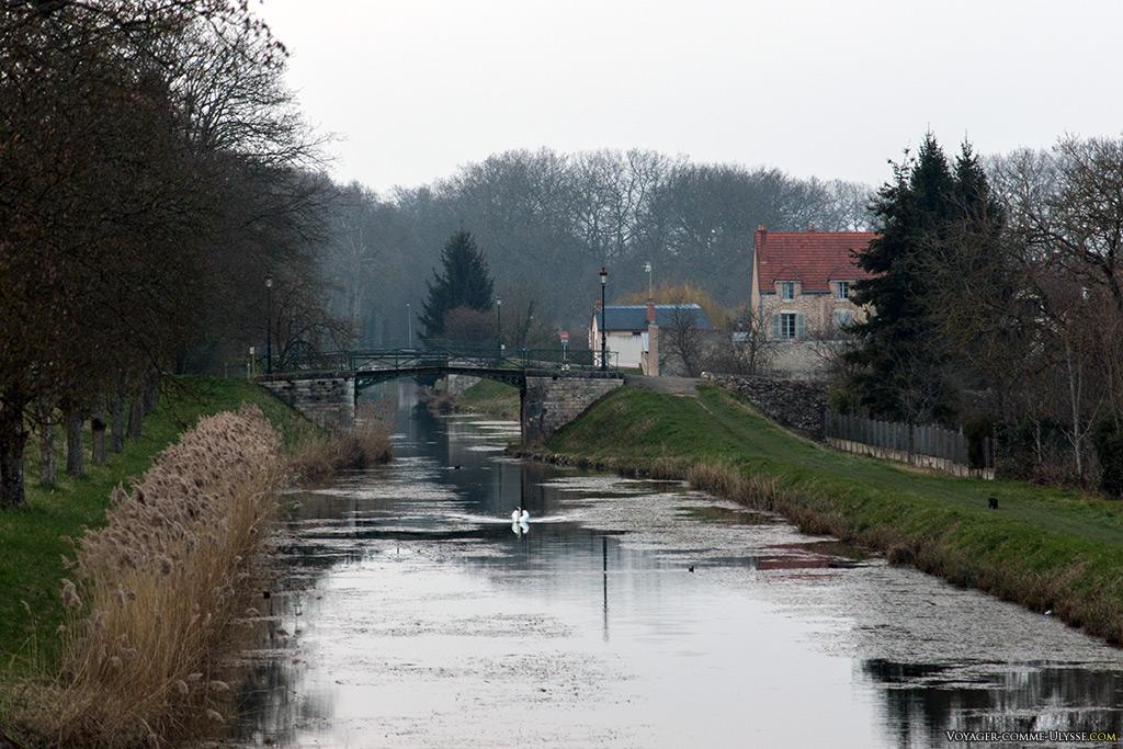 Petit pont sur le vieux canal
