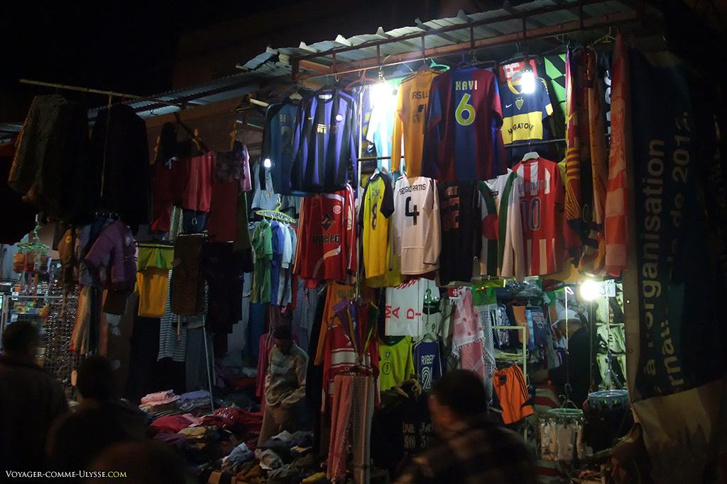 Le foot, une passion commune qui dépasse les frontières et les cultures.