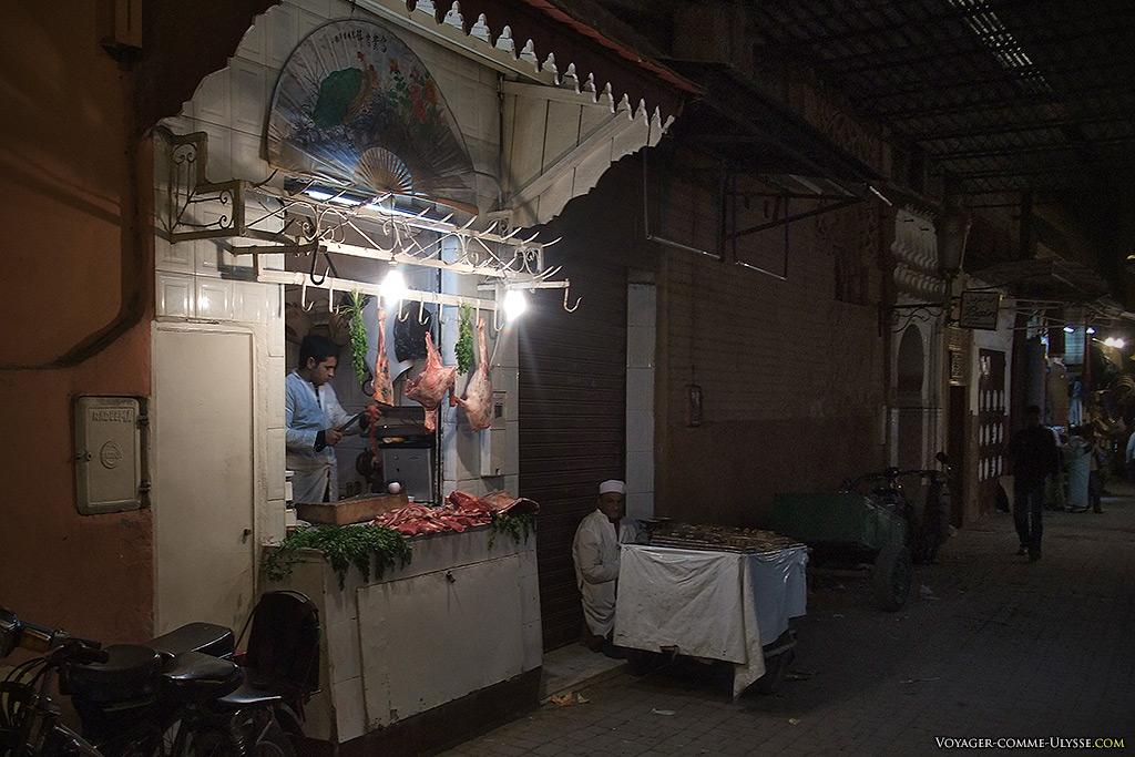 Mes boutiques préférées : les boucheries. Celle-ci a un éventail chinois en enseigne, juste pour faire joli.