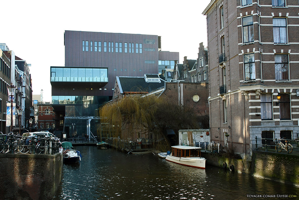 Amsterdam est une ville faite de contrastes.