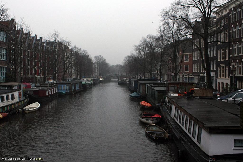 Amsterdam, ses canaux, ses bateaux.