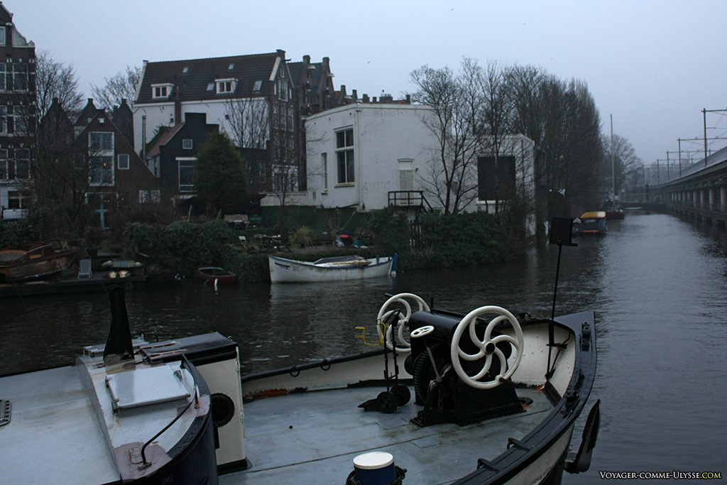Circuler en bateau permet de s'affranchir de la cohue des vélos et des voitures.