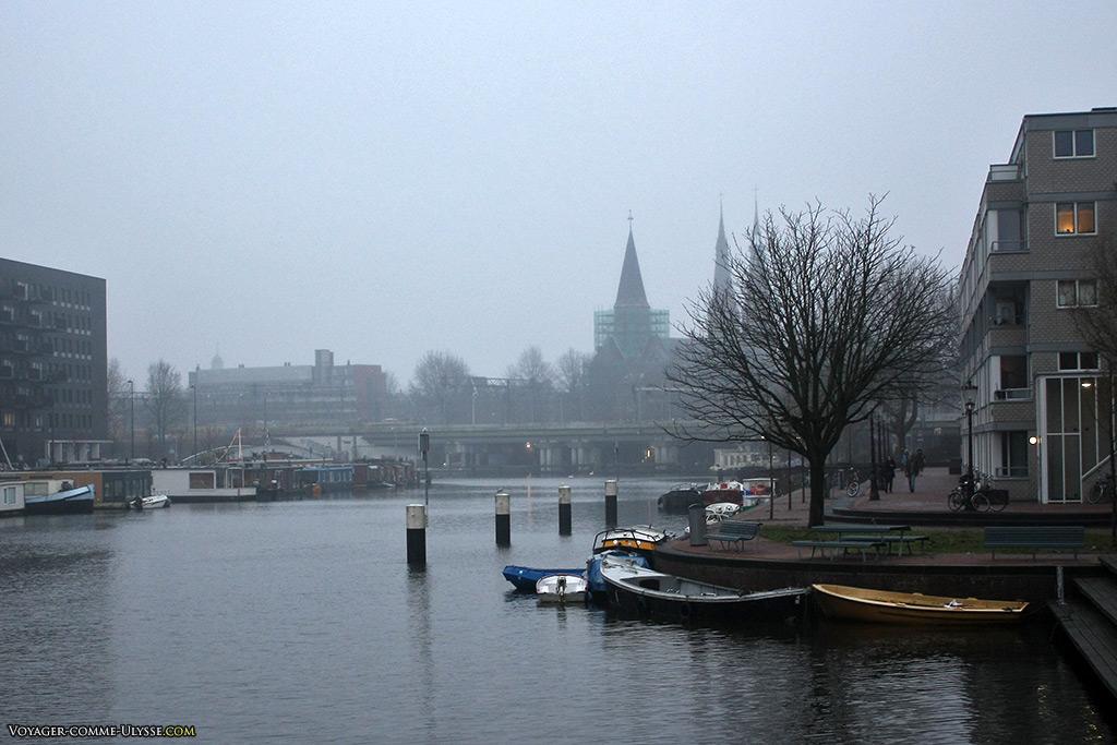 Le seul problème selon moi de la navigation à Amsterdam : le temps ne donne pas souvent envie.