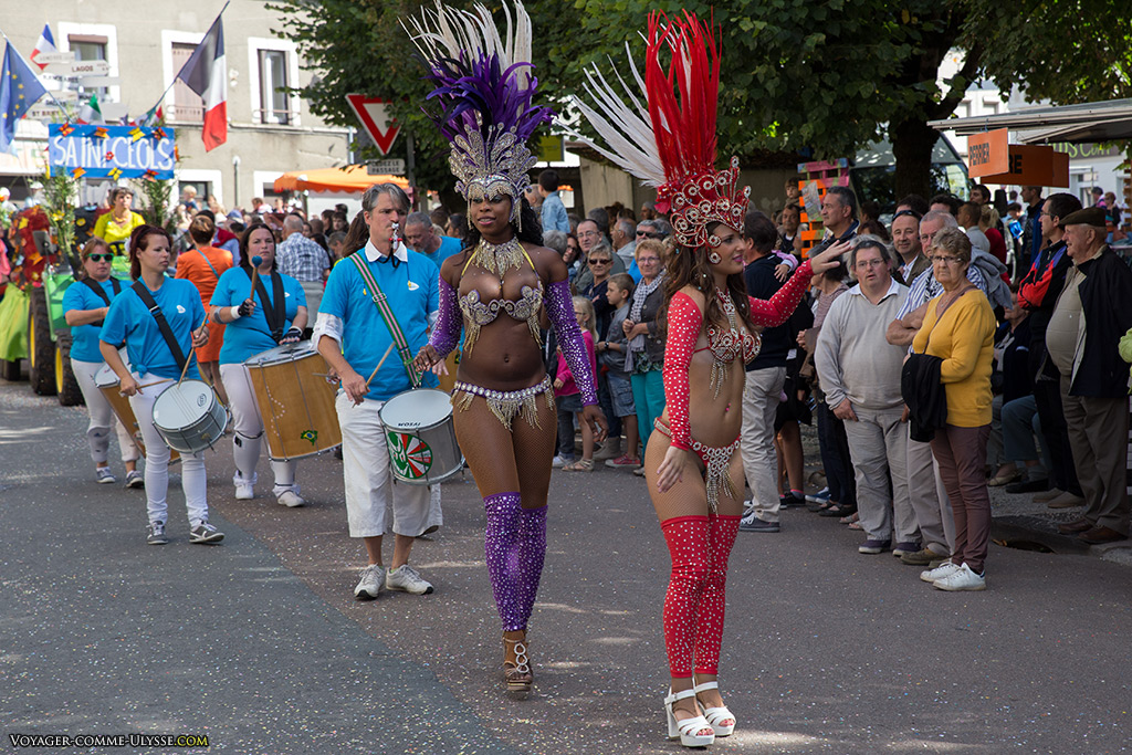 Comme toujours dans ce type de défilé carnavalesque, les brésiliennes.