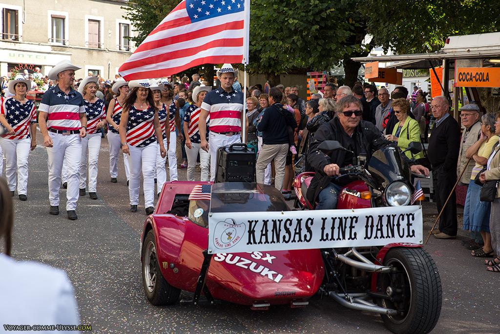 Traditions américaines au fin fond de la campagne française, avec un groupe de danses du Kansas.
