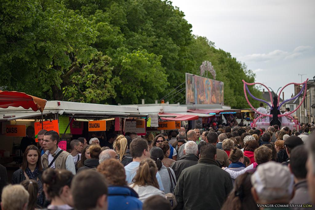Une fête de village, c'est toujours beaucoup de personnes, de tous les âges.
