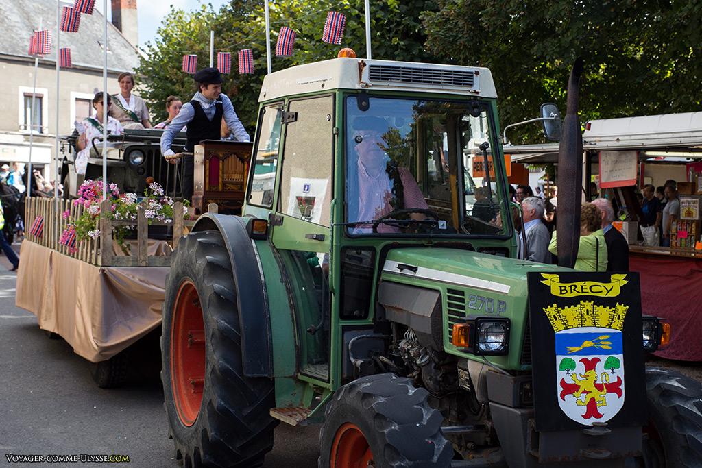 Les tracteurs sont omniprésents, en bons remplaçants des chevaux d'autrefois.