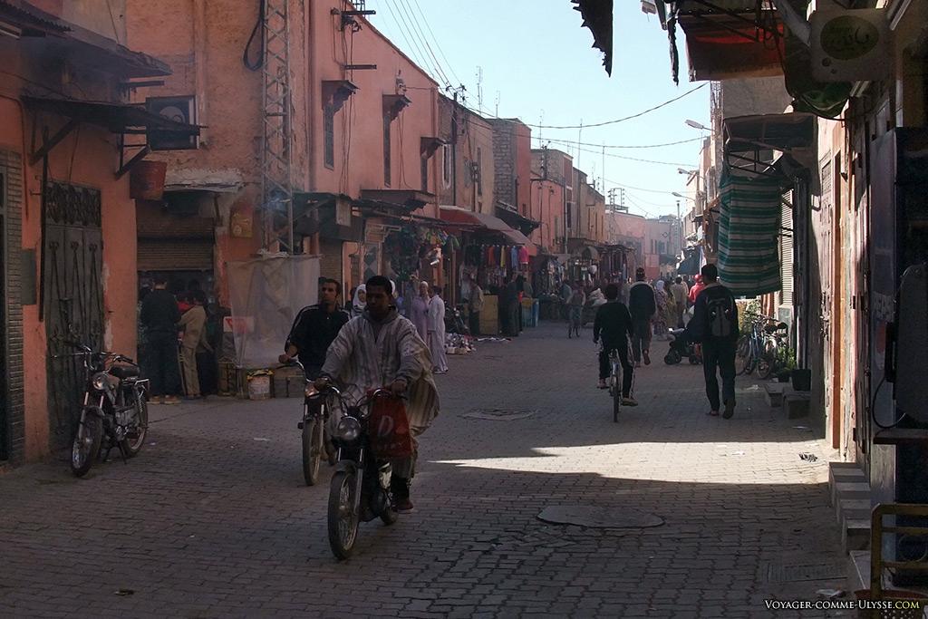 A Marrakech, le cyclomoteur est roi.
