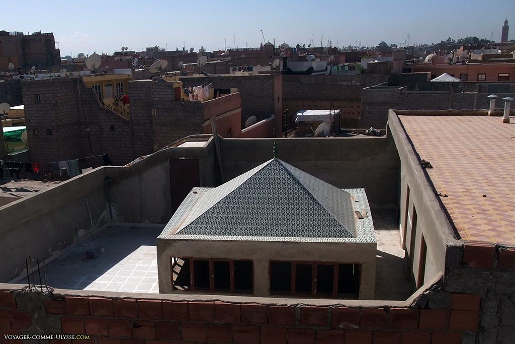 De l'extérieur, personne n'imagine ce qui se passe sur les toits de Marrakech.